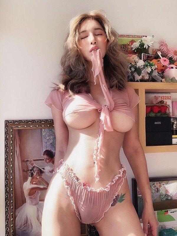 Big Tits Babes Com