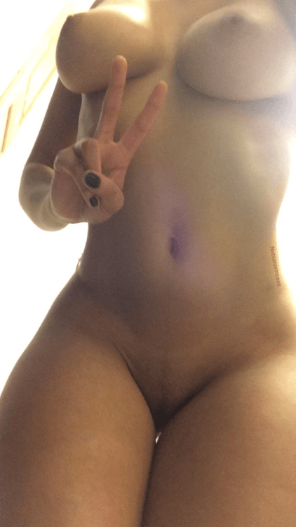 gorgeous selfshot, delicious brown skinned cam whore