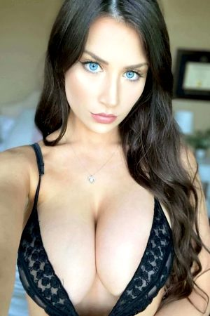 20 Epic Cleavage Pics of Hot Busty Women Mix