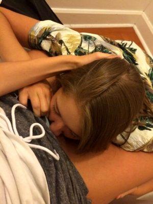 Amateur lesbian licking