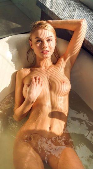 Amazing Blonde Bathtime