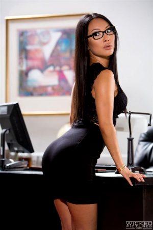 Asa Akira is one hot secretary