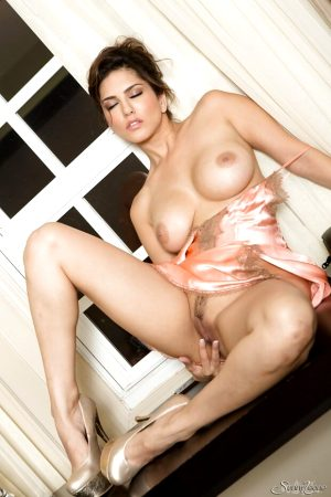 big-tits-milf-pornstar-sunny-leone-is-posing-in-a-sweet-pink-lingerie-01
