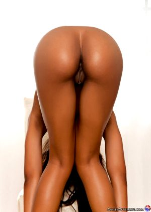 Fabulous dark-skinned athletic body in this hot vagina picture