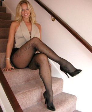 Gorgeous blonde mom in this awesome photo