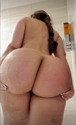 Huge ass in the shower