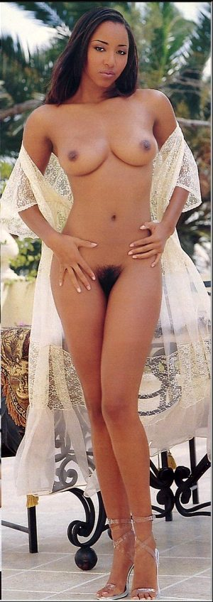 Lovely black brunette in this hot novice pussy pic
