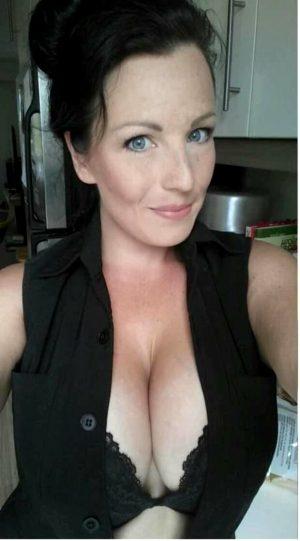 Milf big tits blue eyes