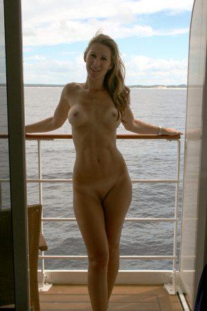 naturistnation:Nude cruisin'