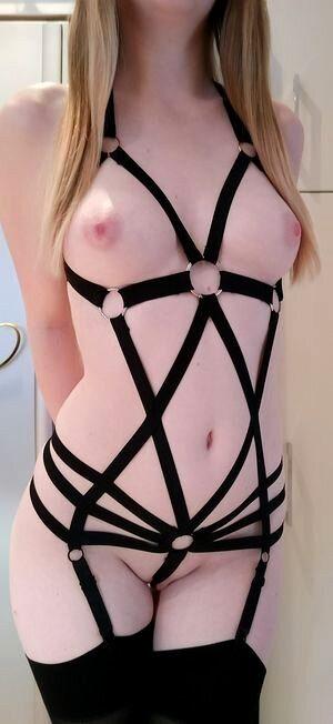 Sexy Girlfriend In Hot Bondage Pic